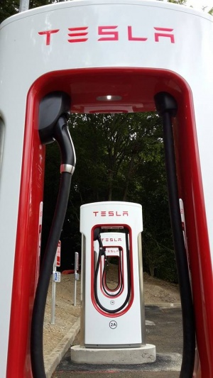 Photo Superchargeur Tesla Rennes.jpg